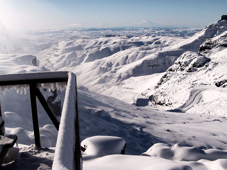 Snow at Sani Pass top